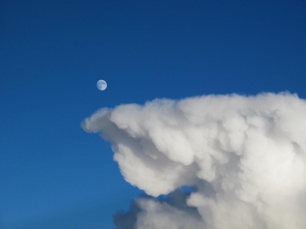 05.08.2017 Lyon - München | Mond über Wolken
